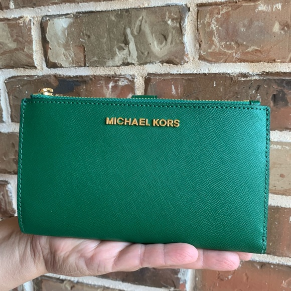 OFFERS? NEW Michael Kors LG Phone Wristlet Wallet